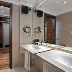 Normal CMelia Roma Aurelia Bathroom Suite Experien
