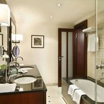  Bathroom - Deluxe room