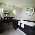  Jaquzzi Suite Bathroom Amenities
