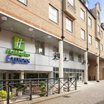 Welcome to the Holiday Inn Express hotel in London Hammersmith