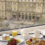  Breakfast in room