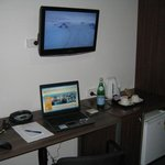  HDLCDTVAnd Oversized Working Desk