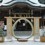  The blessing circle in front of Hetsunomiya shrine