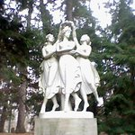  Three graces in garden