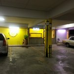  Carpark &amp; entrance to hotel rooms
