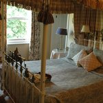  Rievaulx room four poster bed