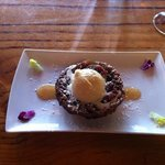 fig & pistacchio tart tatine with brown butter icecream