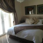 Amazingly comfy bed and beautifully furnished room