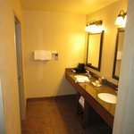  Room 3412 bathroom