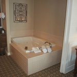  Ocean View Suite - Jacuzzi (Jetted Spa Tub)