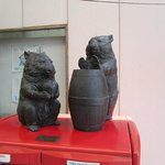 Wombat statue in shopping arcade