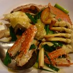  Meat crab cooked in spring onion and ginger