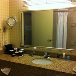  Bathroom counter &amp; sink - room 694