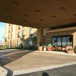 Hampton Inn & Suites Bakersfield, Califnia hotel entrance