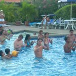  AQUA GYM A CARGO DE LOS CHICOS DE ANIMACION DEL HOTEL