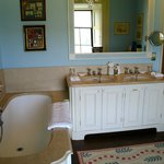  Lady Caroline Coote bathroom