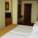  Double bedroom in one bed apt with door to en suite