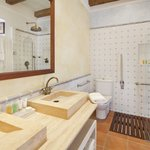  Ca Na Xica, Superior Suite bathroom