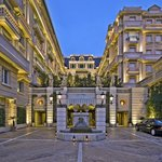 The romanesque private drive of Hotel Metropole Monte-Carlo