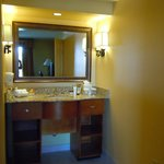  Ample vanity area with great bath amenitites