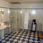 La Salle d'eau de La Suite/The Bathroom in The Suite