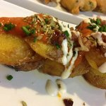 Potatoes with spicy tomato sauce / Papas bravas