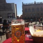  pils p Piazza Maggiore,  vis a vis Hotellet