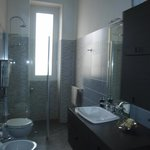  bagno grigio in condivisione