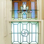 Peppenelli Suite - stain glass in bathroom