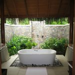 Beautiful outside bathroom of Deluxe Villa 119