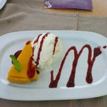 mango cheese cake and coconut ice cream