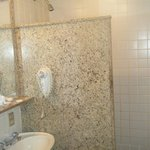  Bathroom(small)