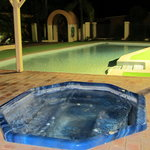 Heated swimming pool & jaccusi
