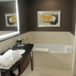  Sink &amp; soaking tub in room 1044