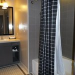  Room 1425 - Bathroom