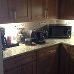  Kitchenette with Microwave and Expresso Maker