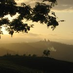  tramonto dietro san Gimignano