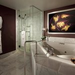  MGMSmall Tower Spa Suite Bath