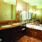  Premier Suite, Bathroom
