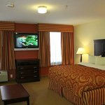 Photo de Home-Towne Suites of Bowling Green