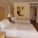  Beds decorated with Hibiscus flowers this day! Junior suite