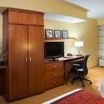 Deluxe Queen/Queen Guest Room – Work Area