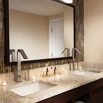  Fairway Suite Bathroom