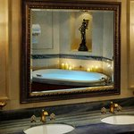  Dubai Royal Suite Bath