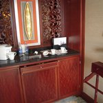  mini bar and tea station