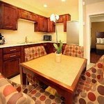 Beautiful And Spacious 2 Queen Suite w/Modern Decor