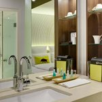 SHRAirport Rooms Superior Bathroom