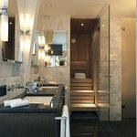Suite Grand bathroom