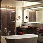  Deluxe Room Bath