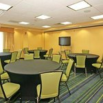  Meeting Room - Round Style